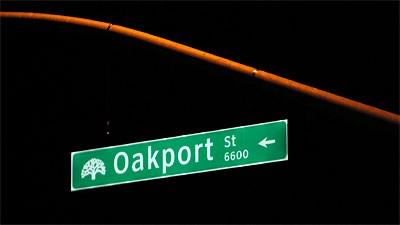 Carmanah's R409 LED edge-lit street-name sign installed in the City of Oakland, California.